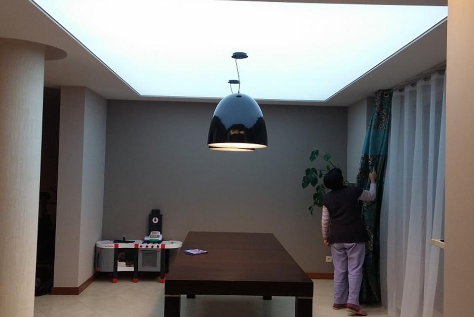 Výhody napínavých stropů